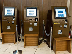 東京ドームホテルロビー設置の自動チェックイン機